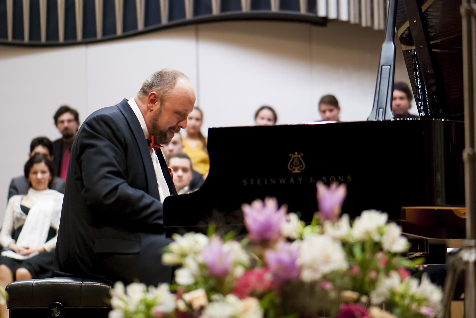 Alexander Gindin, klavír